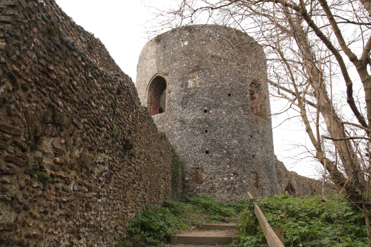 Tower on south side of Norwich (2015)
